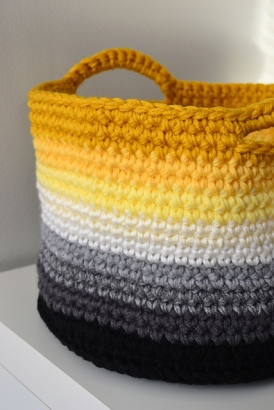 crochet integrated handle